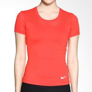 NIKE Women's Pro Hypercool Running Top Gym Shirt